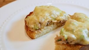Sanduíche de Atum com Queijo Derretido