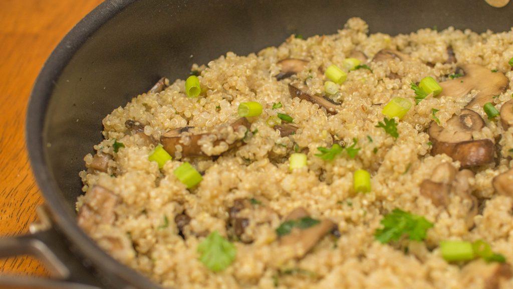 quinoa com cogumelos