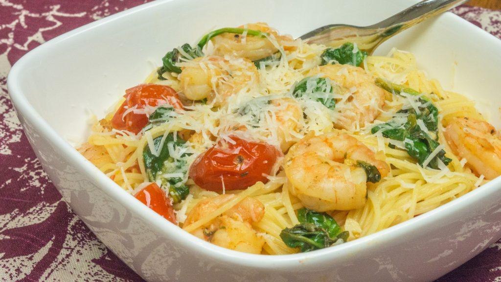 Espaguete com Camarão, Limão e Espinafre