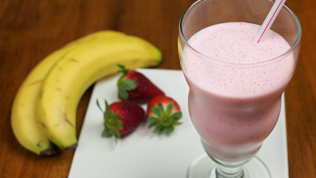 milkshake de morango e banana